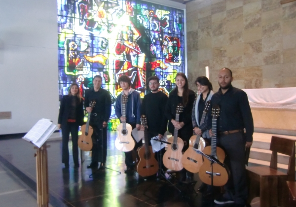 Irene Gómez created a new Guitars Sextet with students from the Conservatory of Music in Bogota