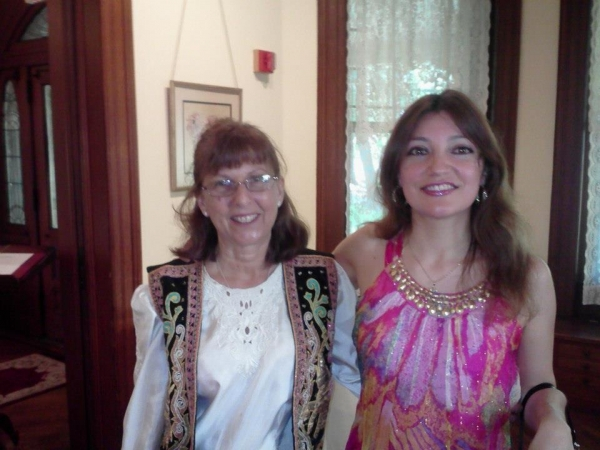 Irene Gomez with her friend guitarrist Eve Weiss, in New York